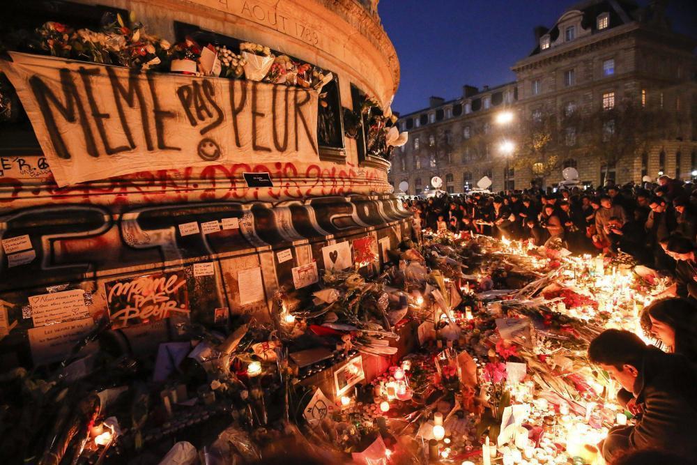 en-images.la-france-rend-hommages-aux-victimes_1.jpg